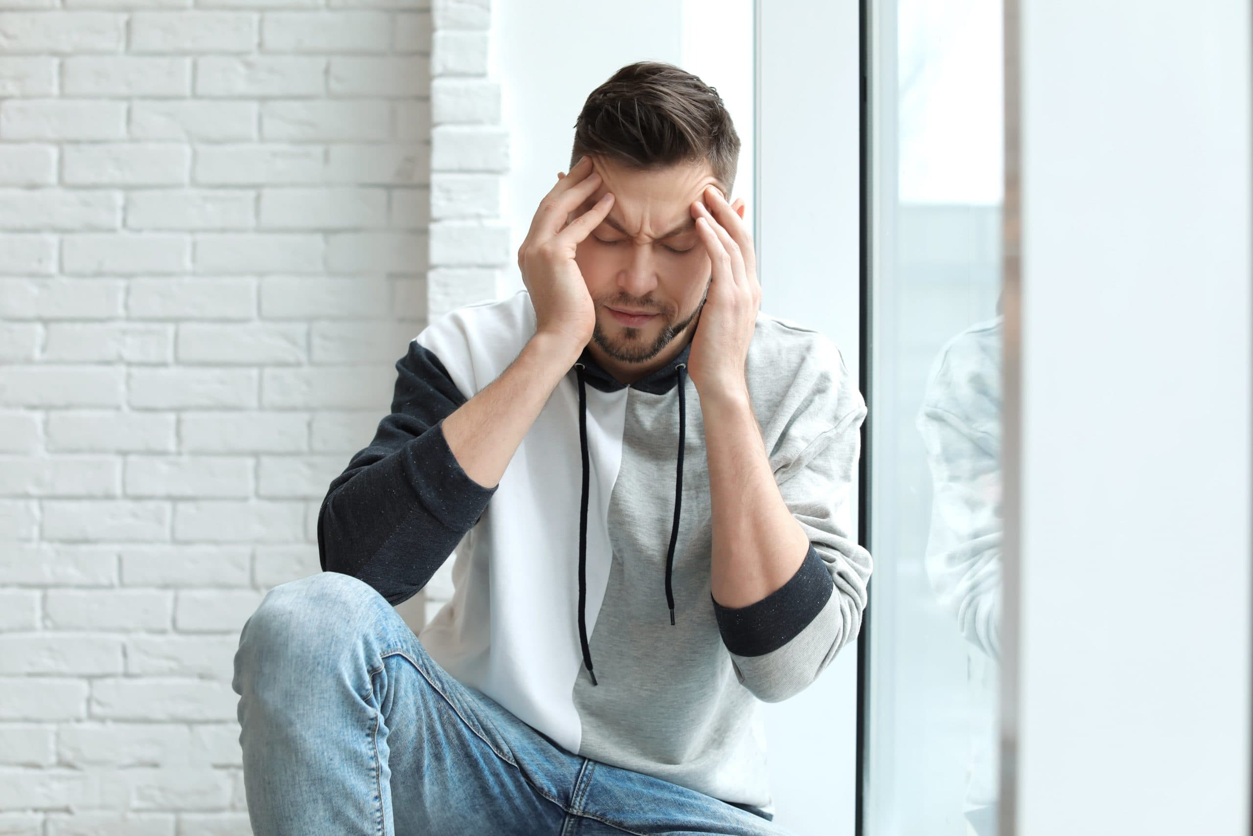 Man suffering headache as sign for delayed accident symptoms.
